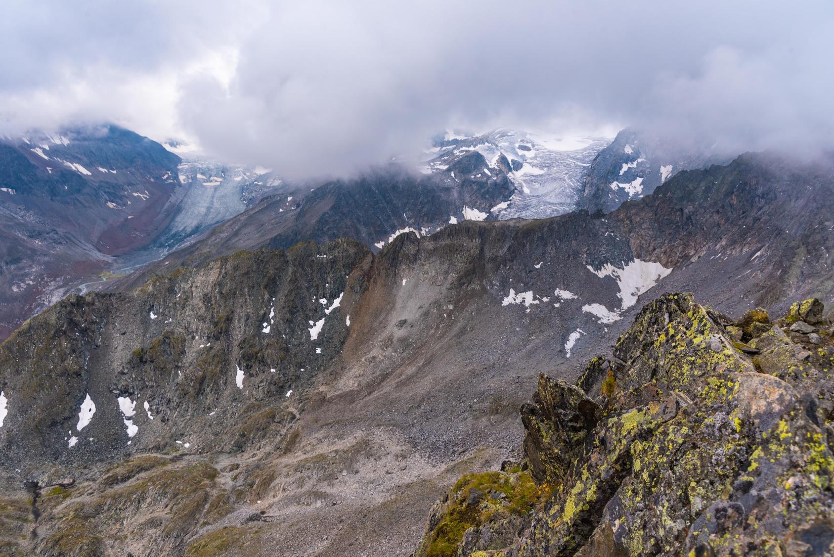 Wenige Ortsansässige kannten sichere Passagen über die Berge. (Foto: Fotolia/driendl)